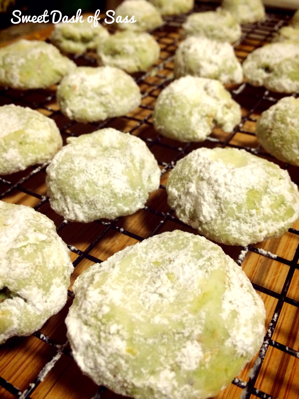 Pistachio Russian Tea Cakes - www.SweetDashofSass.com #25DaysCookieStyle