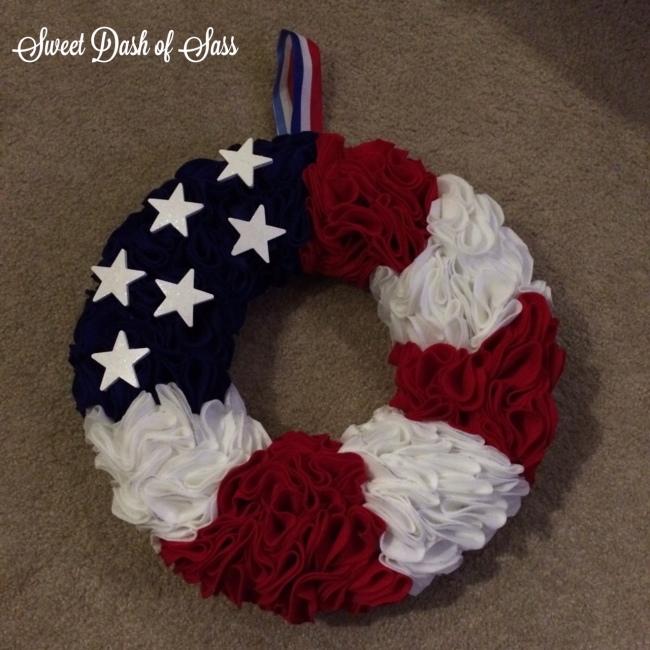 Felt Flag Wreath - Super Easy  - www.SweetDashofSass.com