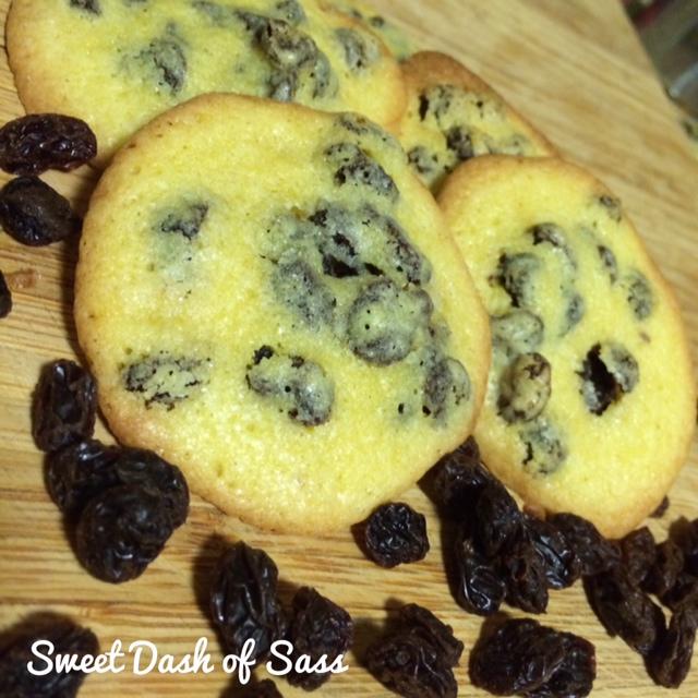 Persian Raisin Cookies - www.SweetDashofSass.com