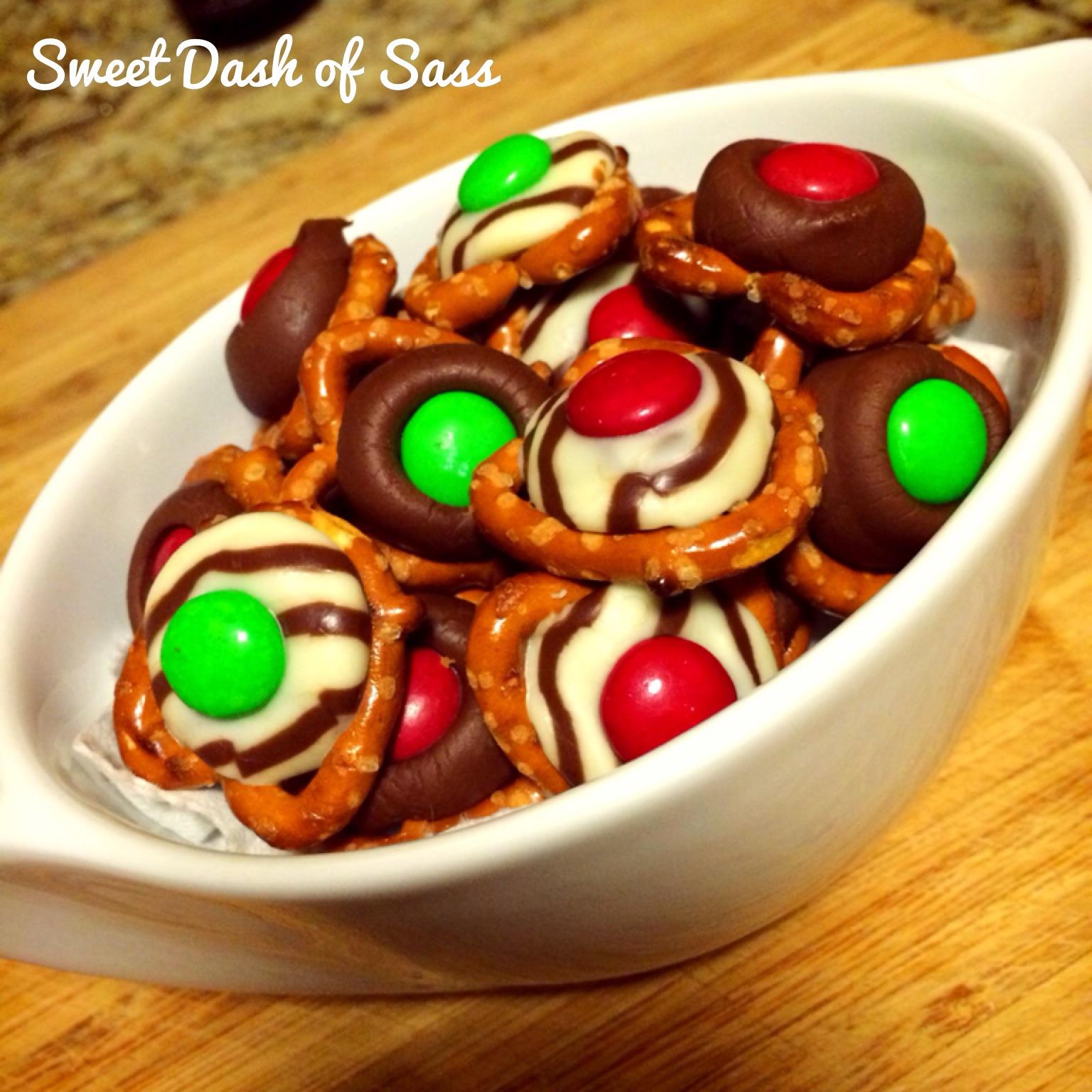 Pretzel Chocolate Bites #25DaysCookieStyle www.SweetDashofSass.com